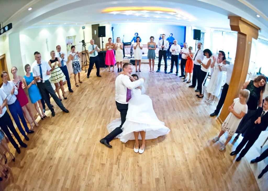 Zabawa na sali weselnej w woj. opolskim
